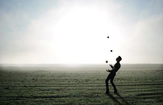 juggler-1216853_1920